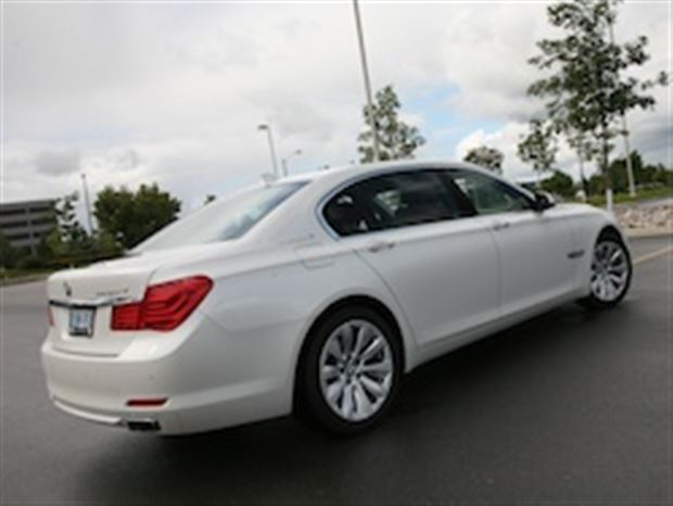 Read about the Autos.ca Day-by-Day Review: 2011 BMW ActiveHybrid 7