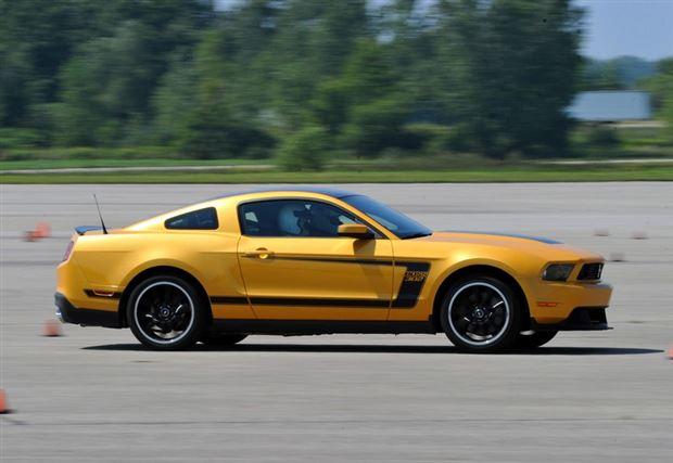 Read about the Autos.ca Buyer's Guide: 2012 Ford Mustang