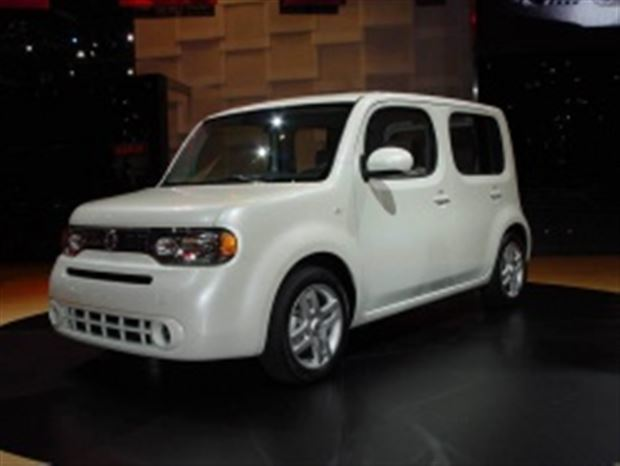 Read about the Autos.ca 2008 LA Auto Show overview: Green theme dominates; GM and Chrysler play hookey