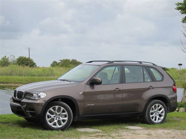 Read about the Autos.ca Buyer's Guide: 2011 BMW X5