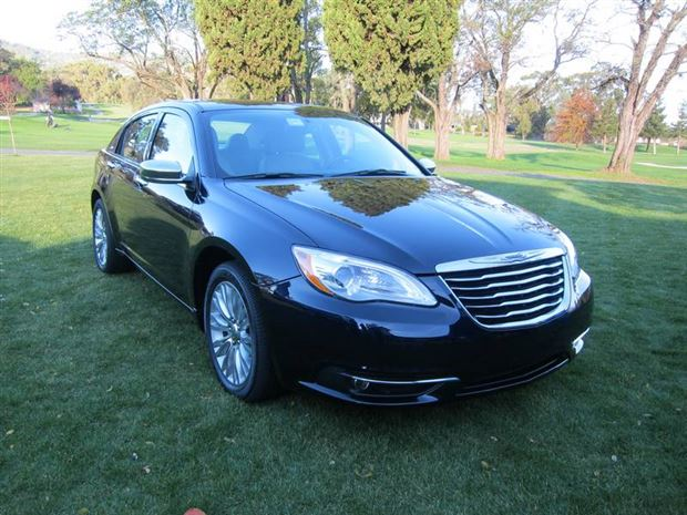 Read about the Autos.ca Buyer's Guide: 2011 Chrysler 200