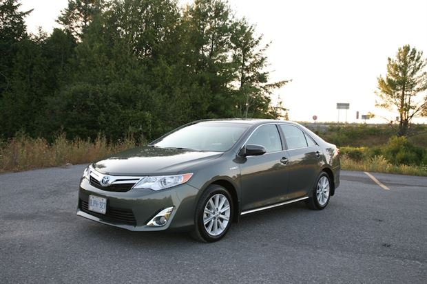 Read about the Autos.ca Day-by-Day Review: 2012 Toyota Camry Hybrid XLE