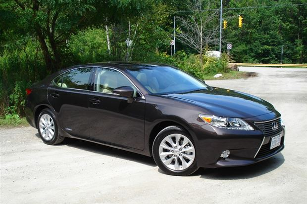 Read about the Autos.ca Quick Spin: 2013 Lexus ES 300h
