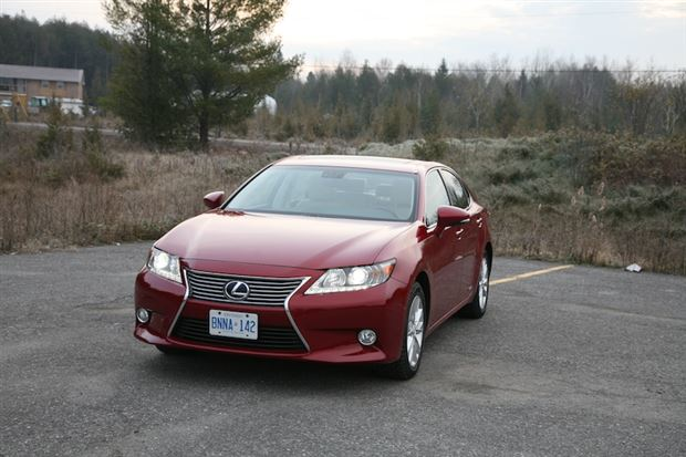 Read about the Autos.ca Day-by-Day Review: 2013 Lexus ES300h