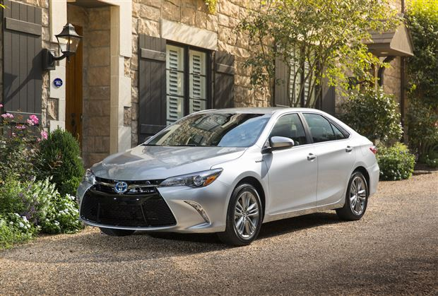Read about the Autos.ca Buyer's Guide: 2015 Toyota Camry Hybrid